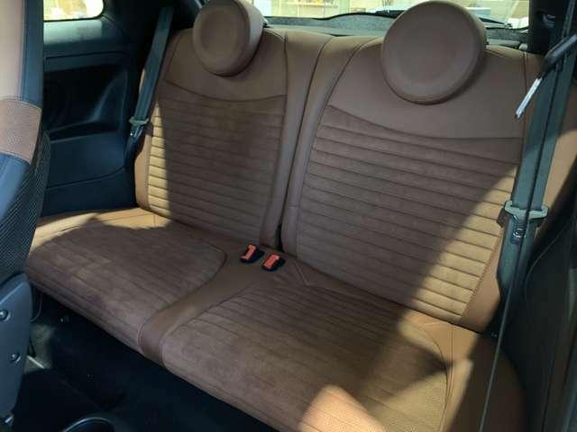 乗降りしやすいウォークイン機能で後席への乗車も楽々!クッションが厚く、座り心地に優れるリアシートです!