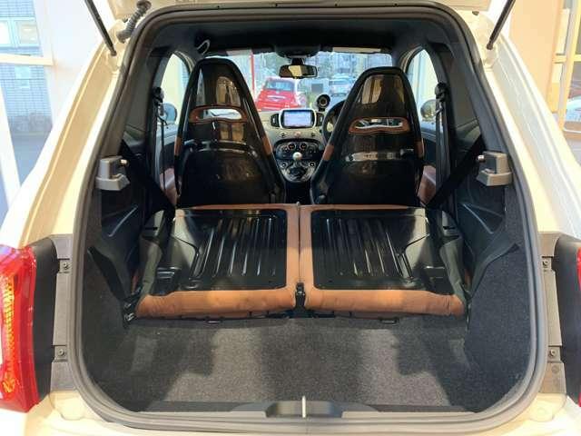 リアシートをたためば広いスペースを確保。容量は550L!