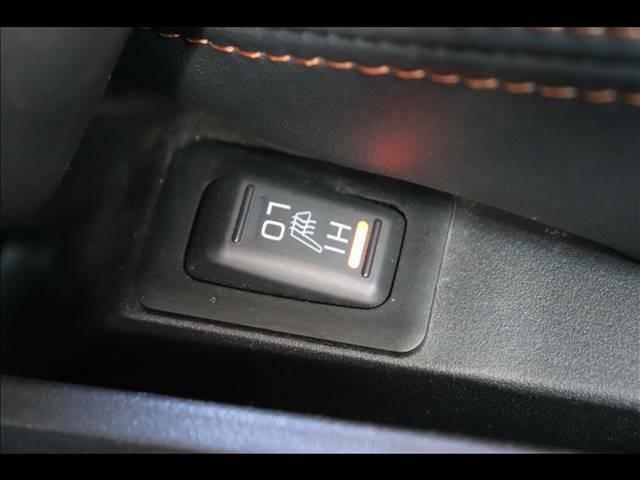 冬場に嬉しいシートヒーター装備。三段階で温度調整可能です。