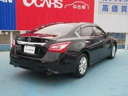黒いボディがとてもかっこいいですね。セダンタイプのお車をお探しの方はぜひ!