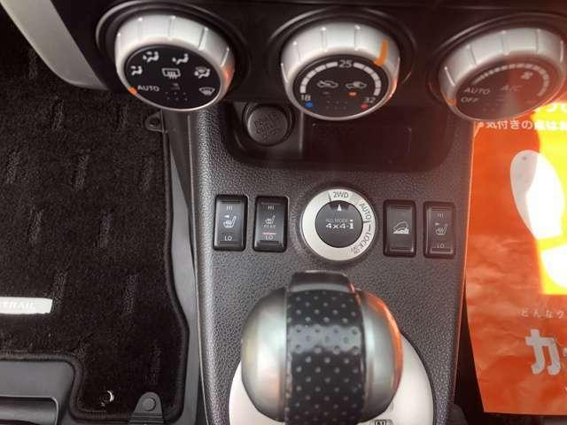 シートヒーターはリアシートにも完備しております!!4WDスイッチで悪路も思いのままですね♪
