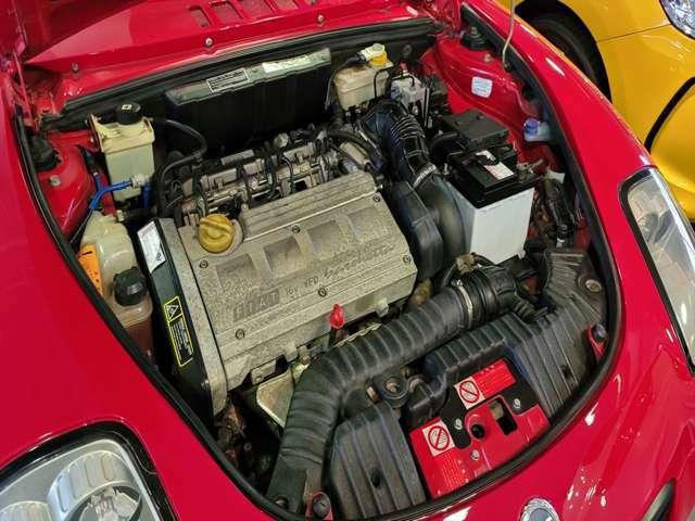 1700CC、直列4気筒DOHC16バルブエンジン