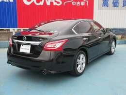 色は黒でとてもかっこいいですよ!セダンタイプのお車をお探しの方はぜひ!