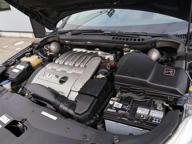 静かで、パワフルなV6エンジン。C5の車格にあっています。