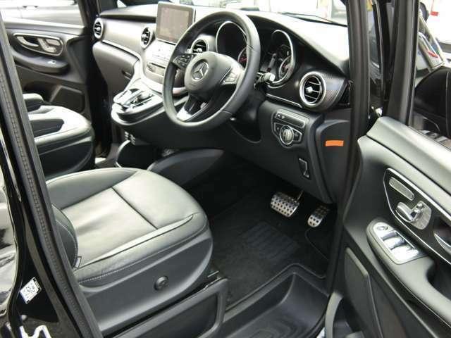 黒革シート シートヒーター&パワーシート ステンレスアクセル&ブレーキペダル。