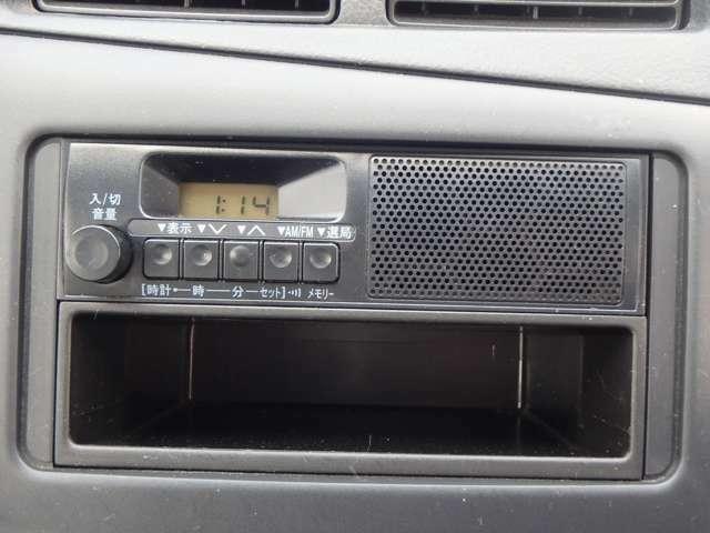 FM/AMラジオのスピーカー内蔵です。