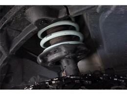968MOTORING専用設計リフトアップコイル装着により、30mm車高アップしております!