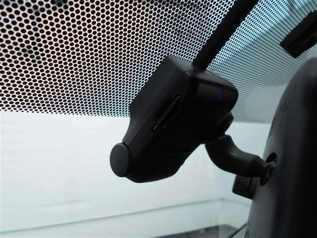 ドライブレコーダー付いています!!最近注目されている商品です!嬉しい装備ですね!!