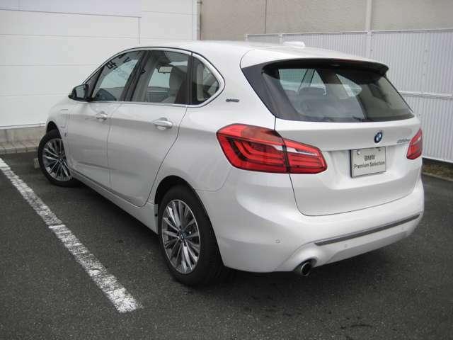BMW SOSコールは車両の衝突や横転を検知した際や、エアバックが展開する様な深刻な事故が起きた際に車両から自動的にSOSコールを発信するシステムです。