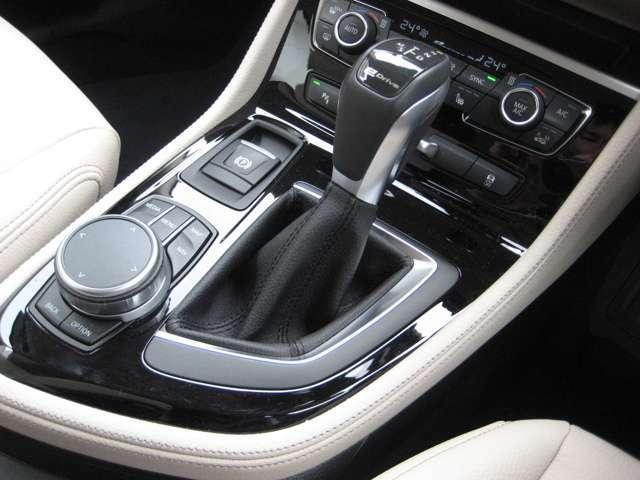 コンフォートアクセス(スマートキー)仕様なので、ドアのロック、解除やエンジンの始動・停止が簡単スムーズに行えます。