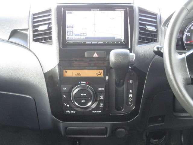 見やすいデジタル表示のオートエアコンが設定した温度を自動でキープし車内を快適に保ってくれます(^_^)v