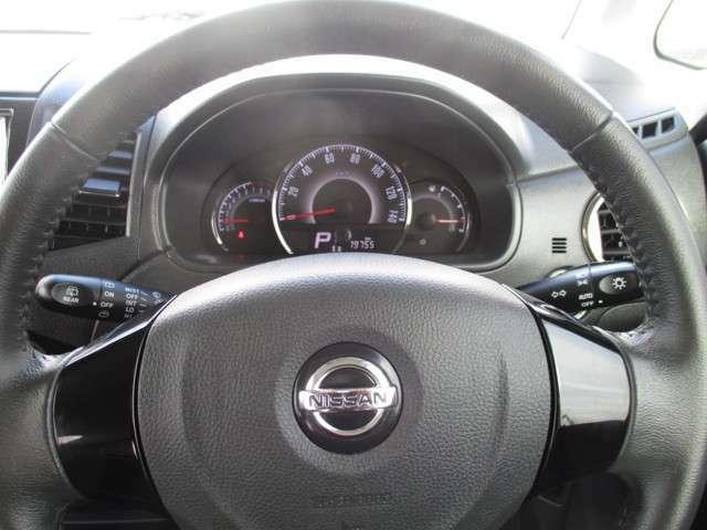 視認性とデザイン性を兼ね備えたファインビジョンメーターには、エコドライブをサポートする燃費計とスポーティなタコメーターを装備