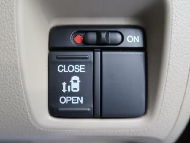 ★片側パワースライドドア装備車輌★簡単操作で助手席側のスライドドアを開閉可能です。乗り降りの際もラクラク便利な機能です。ぜひお楽しみください。