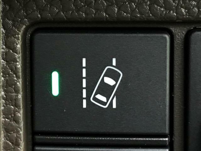 【車線逸脱警報】車線をはみだしそうになると警告音でお知らせしてくれる安全運転をサポートする機能です。
