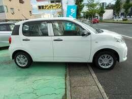 展示車両は室内も清掃し、お客様のカーライフに心地よい車内空間を心がけております。