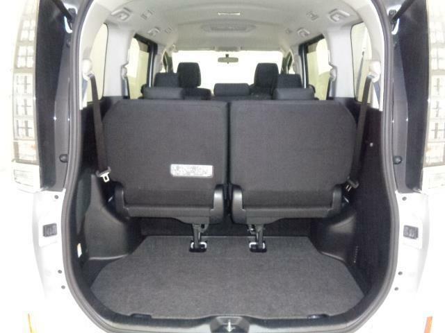 後部座席も当然、綺麗・清潔に仕上げております。内装の綺麗なお車は気持ちが良いです.