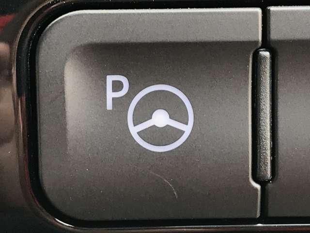 「インテリジェントパーキングアシスト」 センサーとカメラを駆使し、駐車時のステアリング操作をアシスト♪狭いスペースでもアシストしてくれます。縦列駐車や、縦列駐車からの発進も!