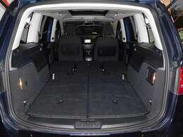 左右にはパワースライドドアを装備。後席への乗降性を高めます。