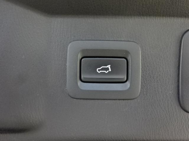 ボタン一つで開閉が可能なパワーリフトゲート付きです