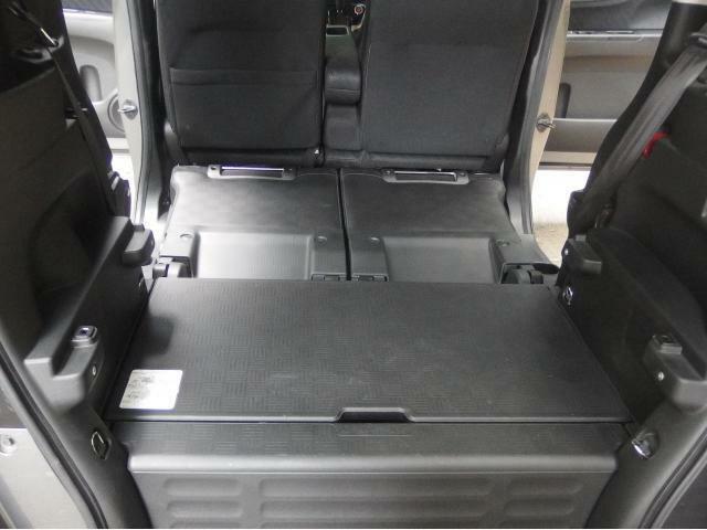 後部座席と倒すとたくさん荷物が載せられます!