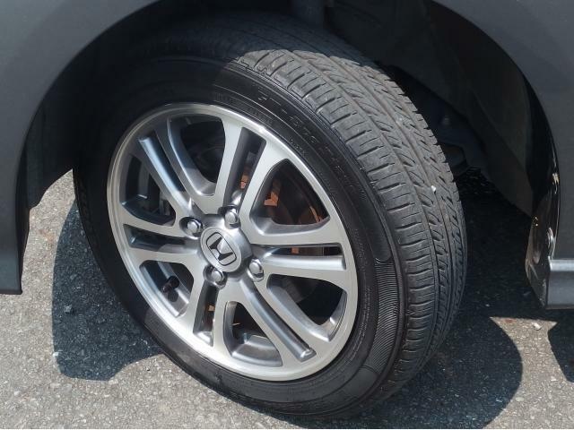 タイヤの溝は8分山程ありまだまだ乗っていただけます!