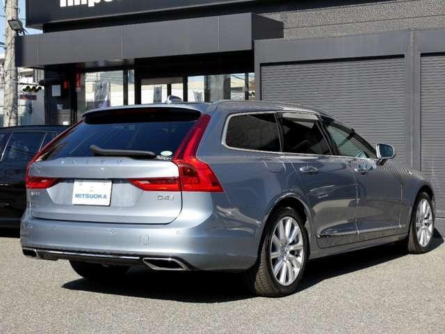 駐車時や後退時には、安心・安全の装備「360全周囲カメラ(バックカメラ付き)&クリアランスソナー」が、運転をサポート致します!