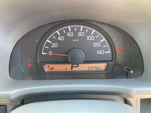 走行は23756km。メーター内のインフォメーションディスプレーは燃費計やシフト位置などなど、色んな情報を提供致します。