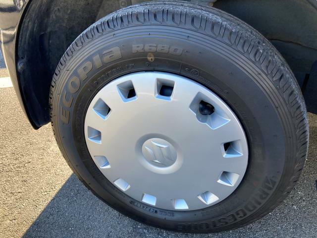 [タイヤ]タイヤの溝もばっちり残っています☆山は、8分残っています!もちろん、点検・整備も行っていますので、安心してお乗りいただけます。タイヤ交換の時期は、是非ご相談ください!