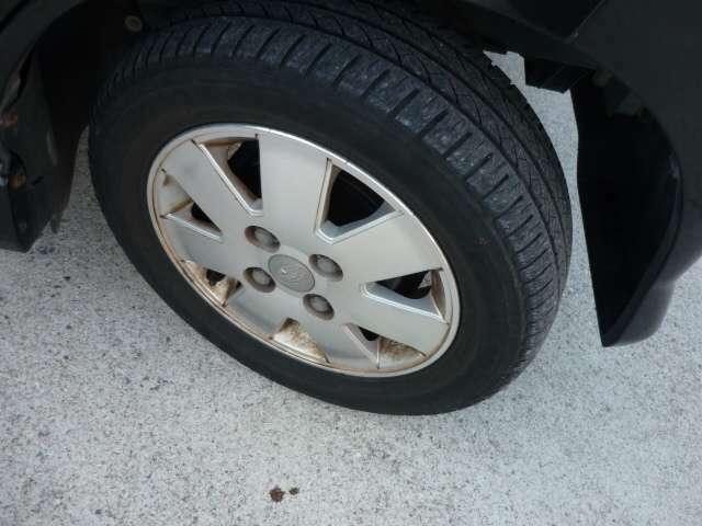 純正アルミ付きでタイヤの溝もまだまだ大丈夫です!!