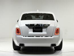 エクステリアカラー「アンダルシアン・ホワイト」は特別外装色のオプションカラーです