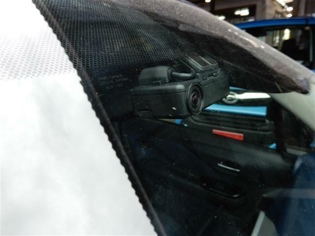 ドライブレコーダー付いてます!最近話題に上がる煽り運転などの証拠や、事故の際の確認に役立ちます!