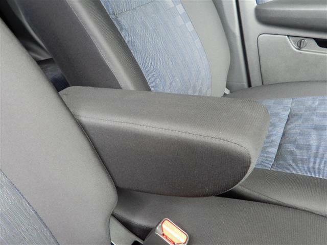 アームレストありますよ!長距離運転の際などの運転疲れを軽減してくれます!
