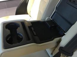 後部座席にもドリンクホルダーがついてて、同乗者の方も快適にお過ごしいただけます♪