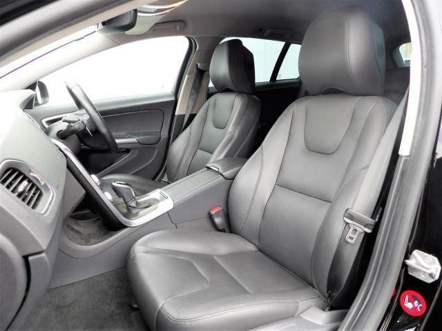 ボルボのシートの特徴は、長時間乗車でも驚くほど疲れないこと。これは身体をしっかりと保持し、体圧分散を最適化しているからなのです。