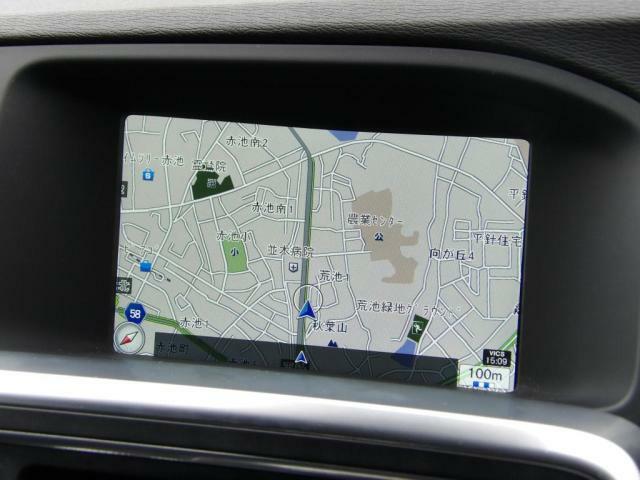 シンプルで見やすいナビゲーション画面。 ETC2.0に対応していますので、交通情報も適時受信いたします。