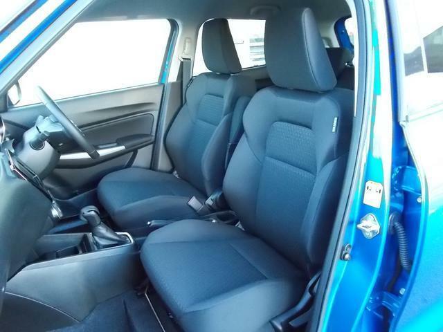 体を包み込むようなホールド性の高いフロントシートで体重をしっかり支えてくれます☆長距離運転も疲れにくいですよ☆冬には嬉しいシートヒーターが付いていて座面とシートバックをじんわりと温めてくれますよ☆
