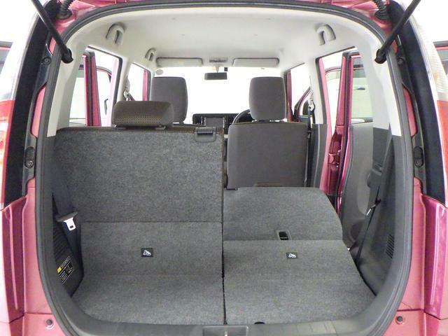 左右片側ずつ背もたれを倒せます。乗車人数や荷物量に応じたアレンジが可能です。