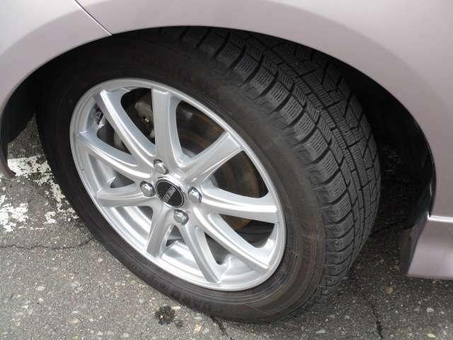 冬タイヤサイズは、185/60R15です。