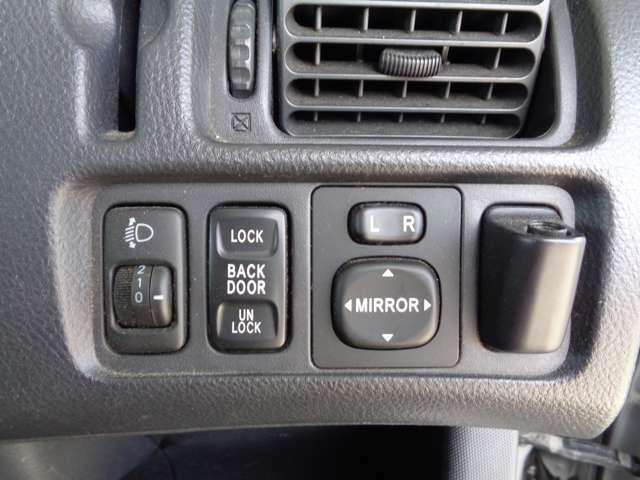 バックドアロックスイッチ