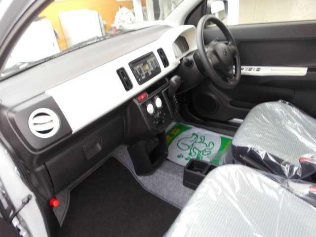 車の内外装は専門スタッフにクリーニング作業を済ませております。ピカピカに仕上がっておりますので、是非ともご覧頂きたいです。