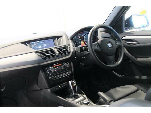 黒革シートは運転席・助手席にシートヒーターが装備されています。