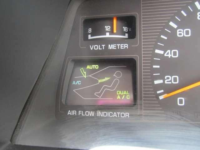 エアコン表示はメーター内にあります