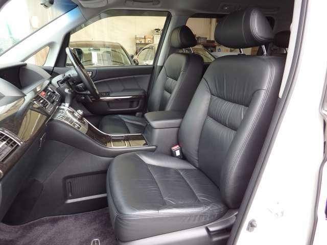 助手席シート☆希少な黒革シートを装備☆とても豪華な室内です☆