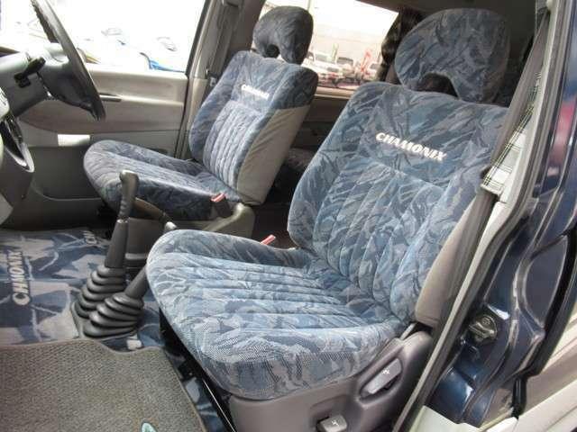 助手席もとてもキレイです☆特に気になるキズ、破れなどもありません!