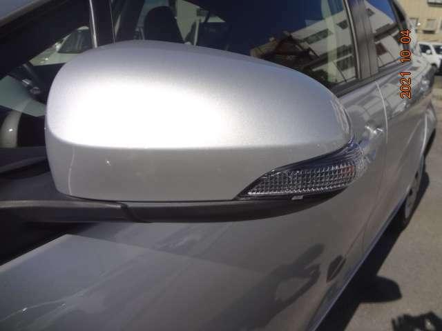 ドアミラーにはウインカーを内蔵し、スタイリッシュかつ安全性に優れています。
