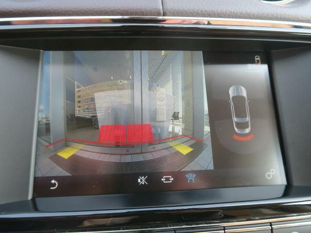 リアビューカメラ装備!ガイドライン付きのカラーバックカメラを搭載。後退時の後方確認も楽で安心して駐車していただけます。バックソナーも内蔵されており障害物を検知し知らせます。