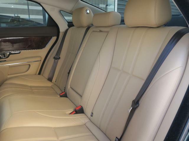輸入車ならではの洗練されたデザイン、高品質のベージュレザーシート!英国らしい気品高いインテリアに仕上がっております!また、『インテリアレザーガード』も扱っています。詳しくは店頭スタッフまで♪