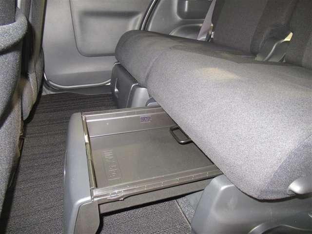 座席下収納です!