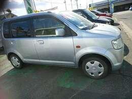 運転席ドア、フロントフェンダーに塗装跡があります。