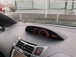 センターメーターなので視線移動も少なく運転も安心◎